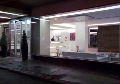 hotel Claridge entrata in cristallo e alluminio
