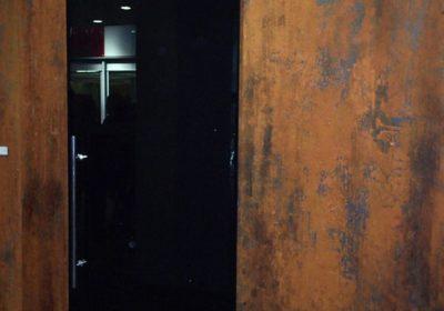 porta scorrevole in cristallo smaltato temprato nero